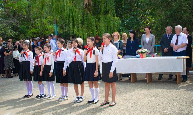 Зумруд Бучаева поздравила учащихся Буйнакска с новым учебным годом
